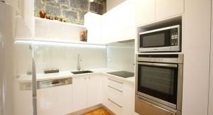 reforma de cocinas pequeñas blancas