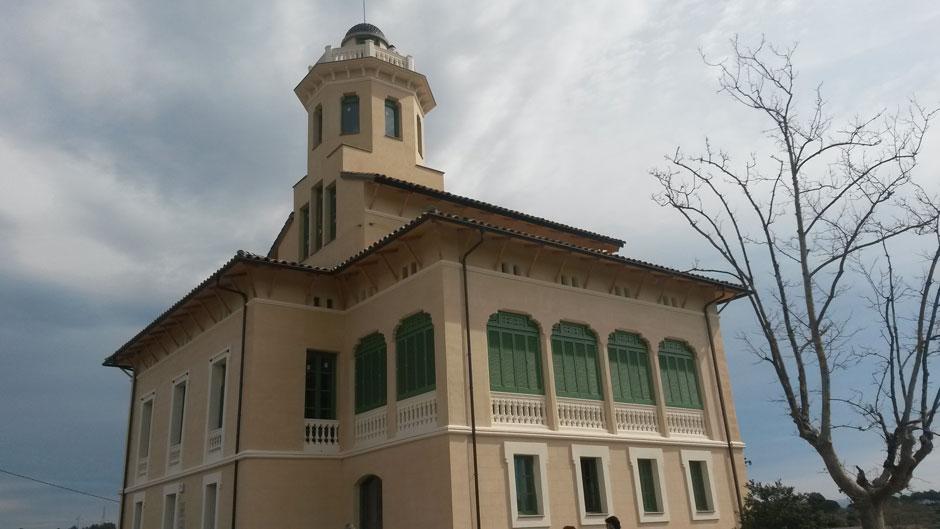 Façana de casa Lluvià, Villa Emília a Manresa