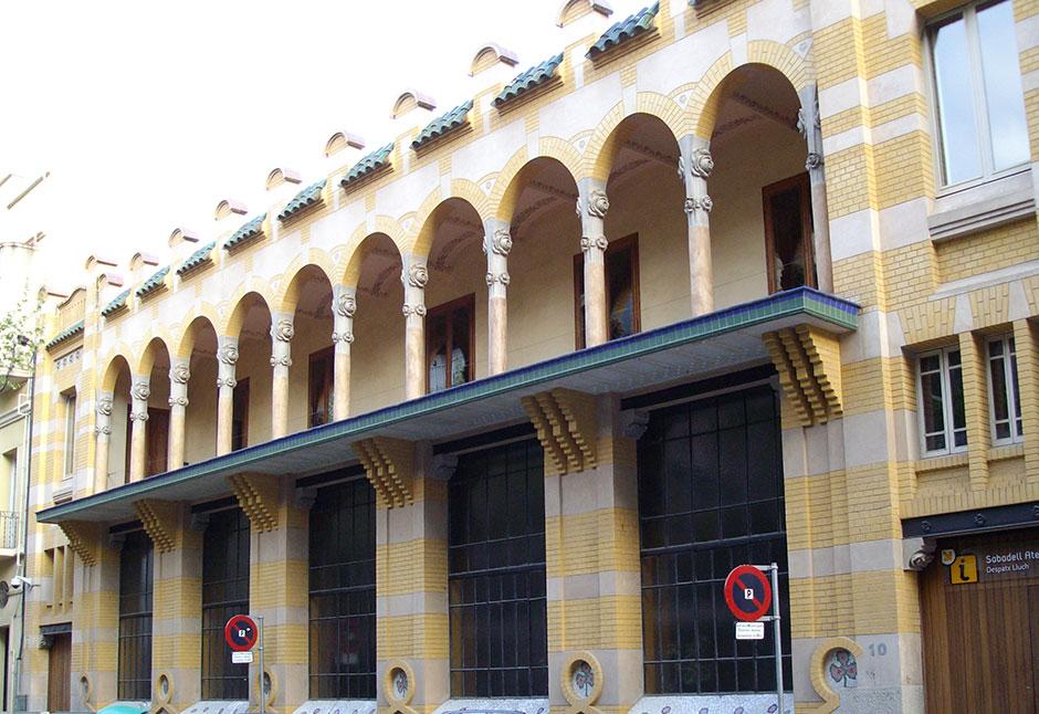 Fachada de Casa Despacho Lluch en Sabadell